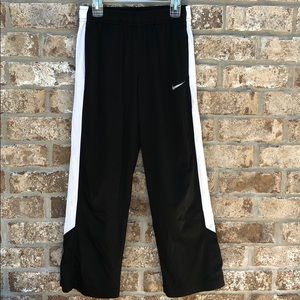 Nike boys Dri fit basketball pants
